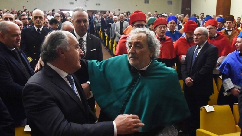 INVESTIDURA CHAMIZO DOCTOR HONORIS CAUSA